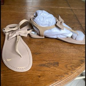 New without box Dolce Vita beige bow sandals